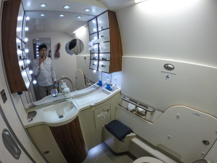 baño de primera clase de aerolinea