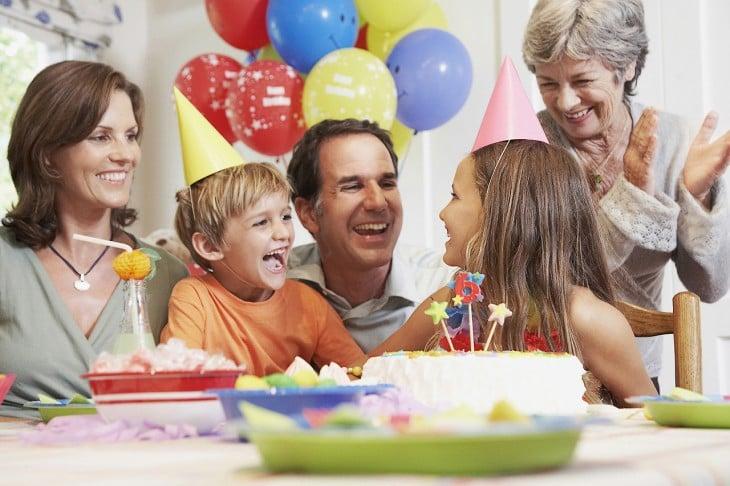 fiesta familiar padre e hijos