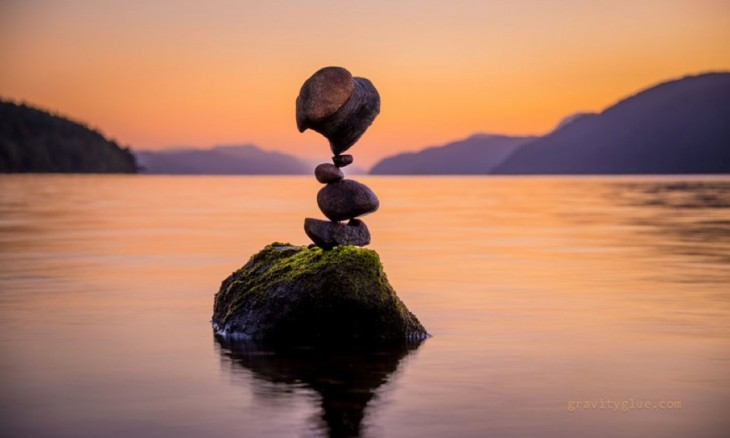 Un modo di...fer..ente...   de  me...dit...accion... Michael-grab-balanceando-piedras-3-730x438