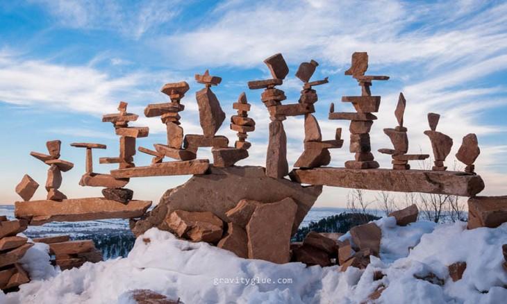 conjunto de monumentos hechos de piedra