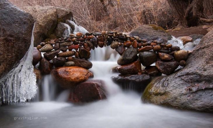 puente en el rio hecho de piedra