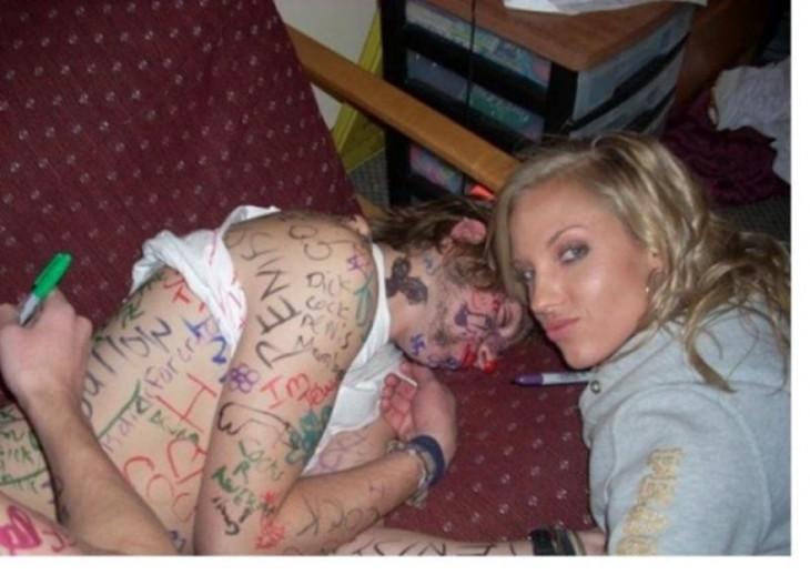 chica dormida, la firman con colores