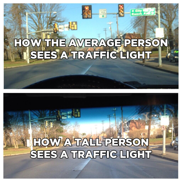 como ve la gente alta a los semáforos , cuando conducen