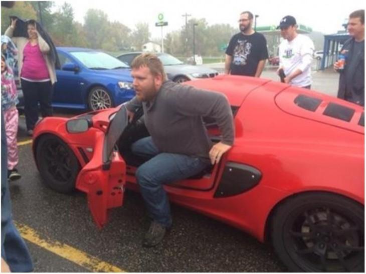 Auto importatado colo rojo