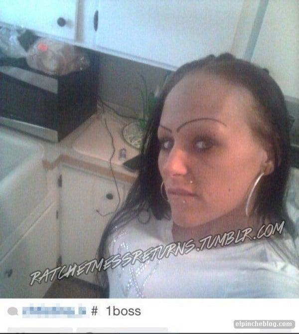 Cara de una chica con unas cejas en forma de curva
