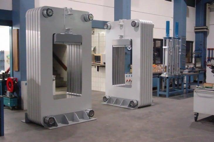Fotografía que muestra algunas de las maquinarias que utiliza la empresa Algondanza para la transformación de las cenizas en diamantes
