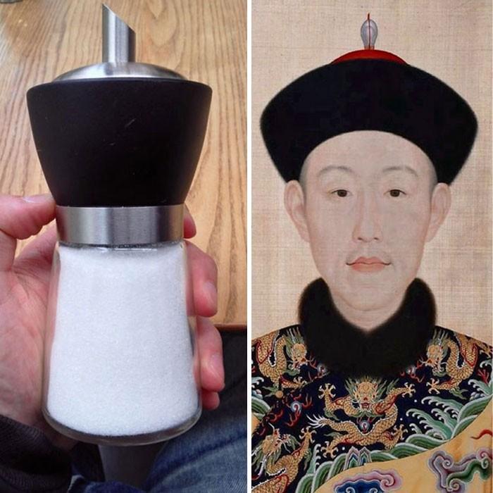 Salero a un lado de el emperador chino