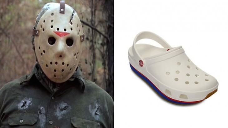 Cara del persona Jason a un costado de un zapato con agujeros denominados crocs