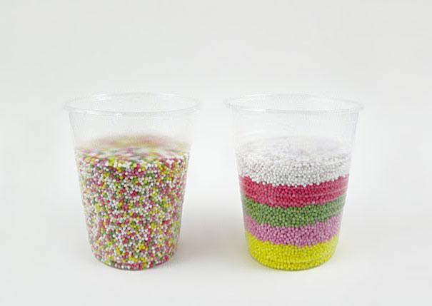 vaso con dulces de colores
