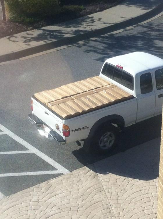 cajas dentro de una camioneta