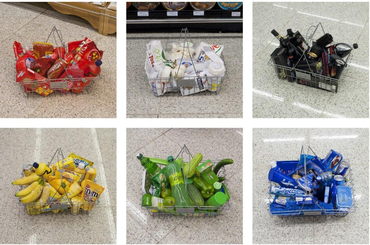 canastas de compras acomodadas por colores