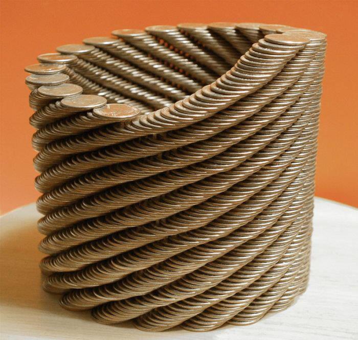 monedas apiladas formando un tubo