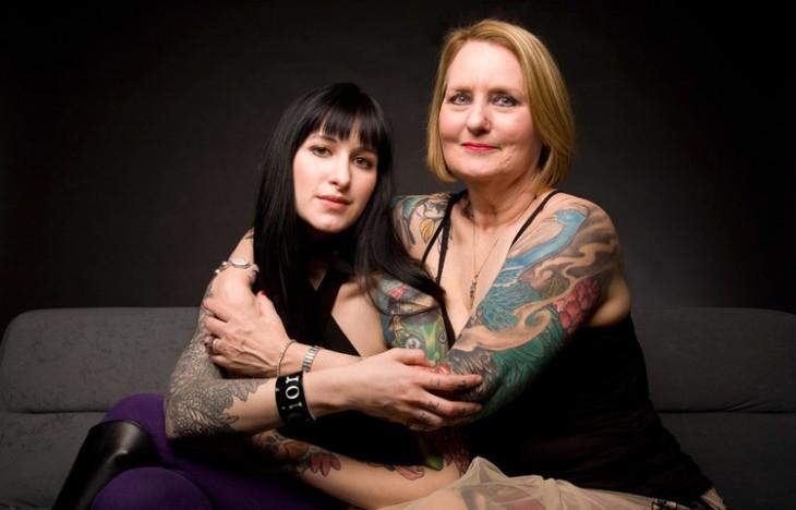 Hija y madre con tatuajes