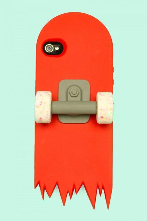 Funda para iphone en forma de patineta con dos llantas