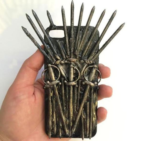 Funda para iphone con diseño del Iron Throne herramienta utilizada en el juego Game of thrones