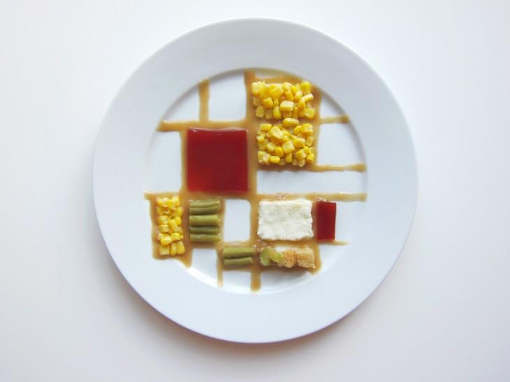Hannah Rothstein plato con comida al estilo Piet Mondian