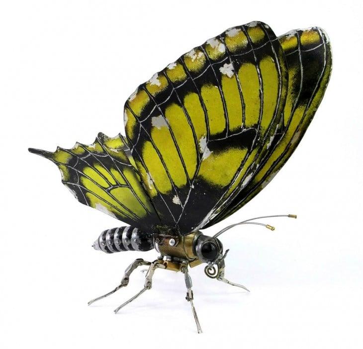 mariposa hecha de basura Igor Verniy
