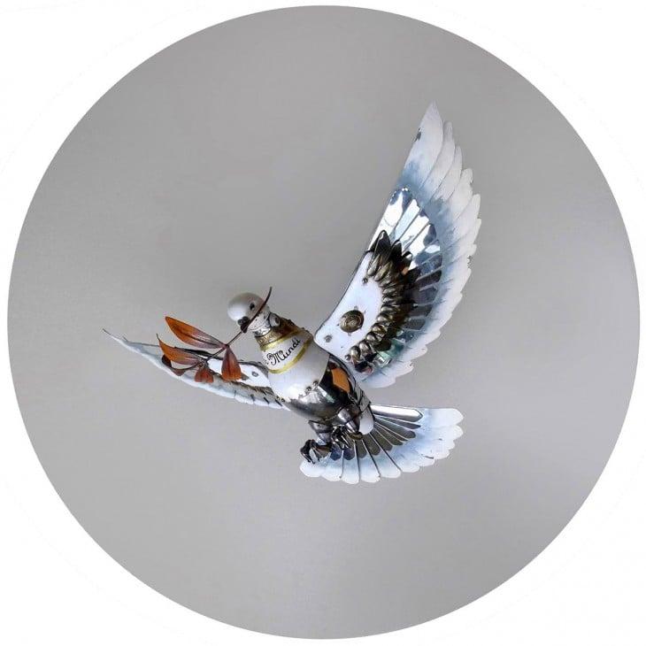 paloma hecha de basura Igor Verniy