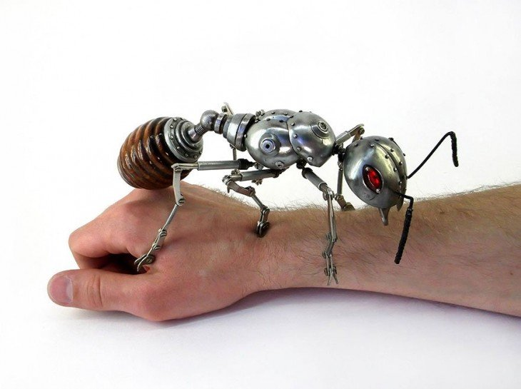 hormiga hecha de basura Igor Verniy