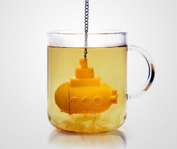infusor en forma de submarino amarillo