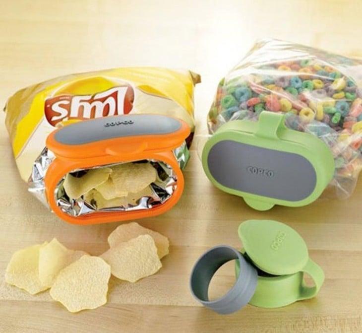 Tapas de colores que puedes colocar en bolsas de plástico como tus botanas o cereales favoritos