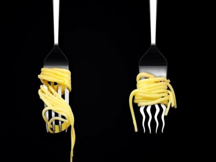 Imagen con dos tenedores uno normal y el otro torcido