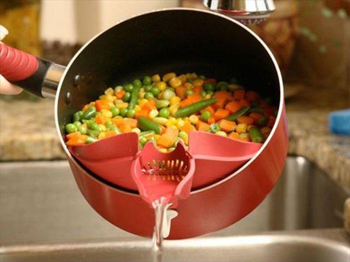 Separador de agua que se coloca en un sárten para evitar que las verduras se vayan con el agua