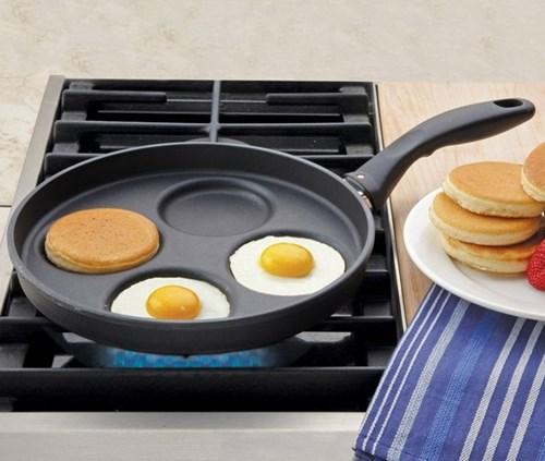 Sarten con diseño para preparar huevos estrellados y hot cakes