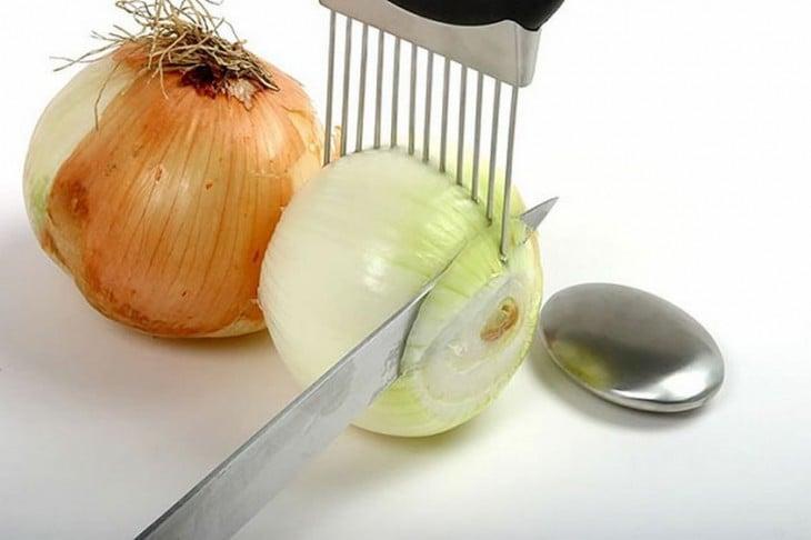 Sujetador de cebolla que ayuda a cortar cebolla
