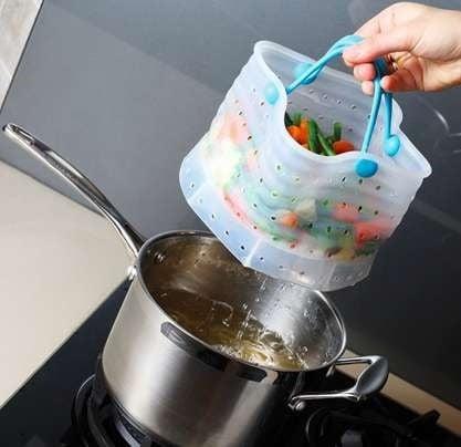 Bolsa para drenar las verduras sobre tu sarten en la estufa