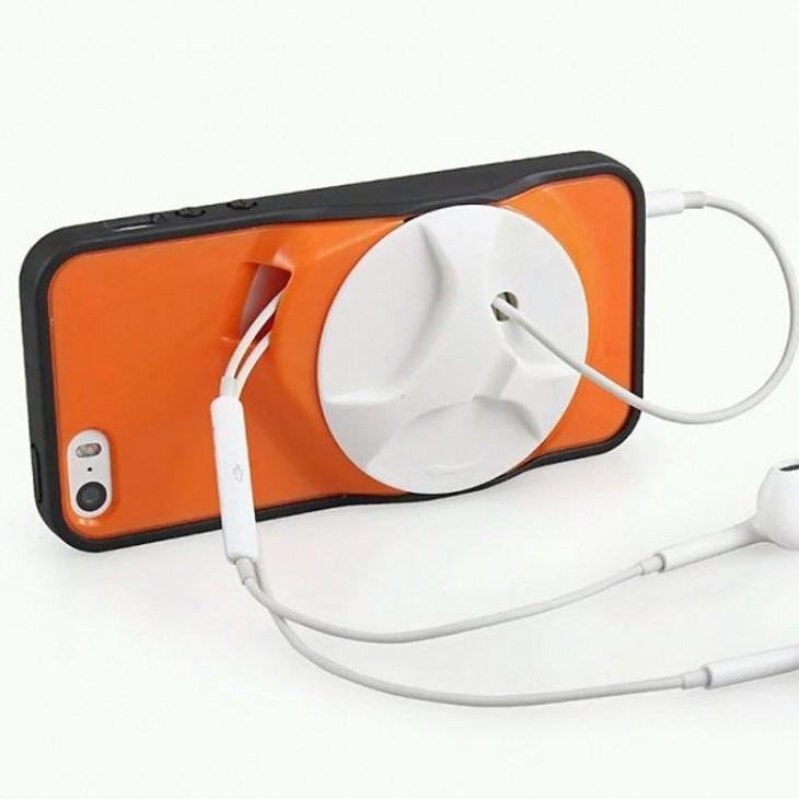 Funda que en la parte trasera puedes enrollar el cable de tus auriculares