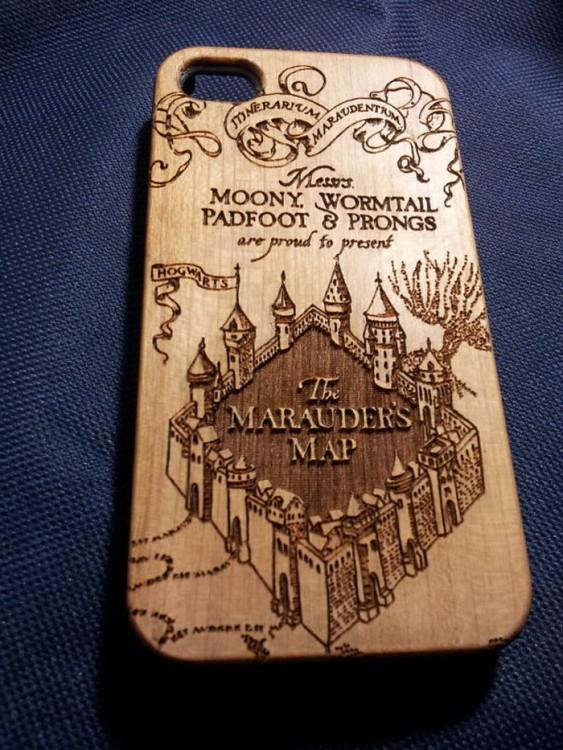 Funda de madera con diseño de un mapa para Hogwards de Harry Potter