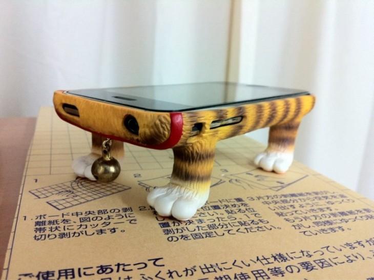 Diseño de una funda para Iphone con cuerpo de gato