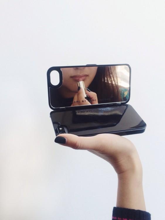 Diseño de una funda para Iphone con espejo