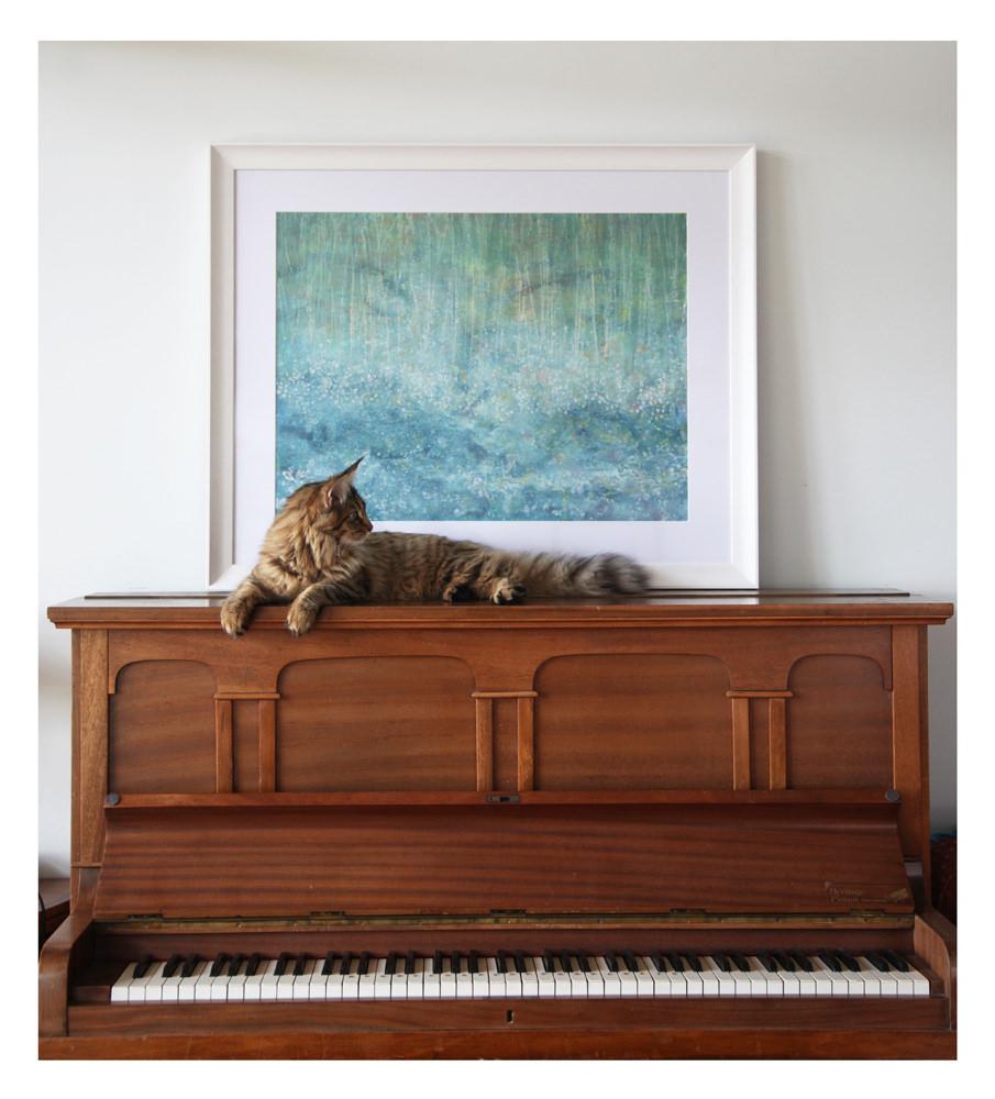 pintura hecha por Isis grace sobre un piano junto con su gato