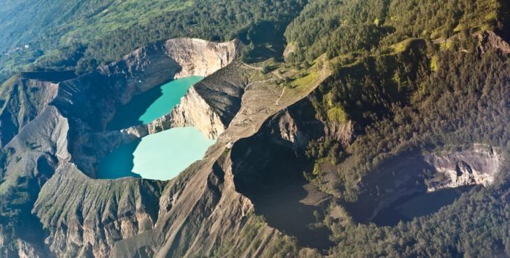Imagen de los Lagos Cráter en Indonesia
