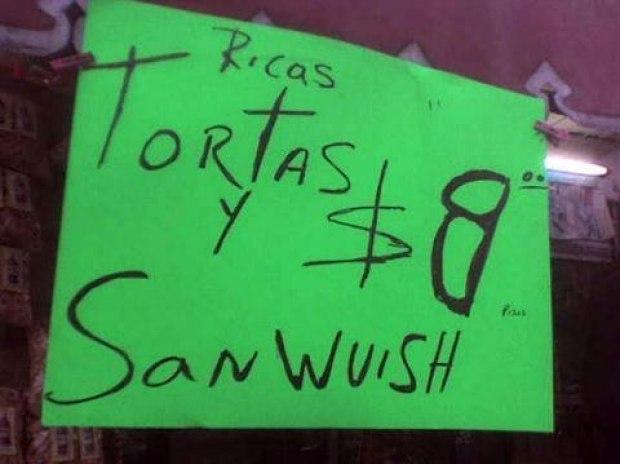 Letrero verde que indica que venden tortas y sandwich