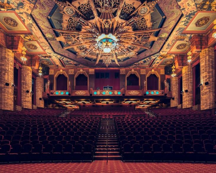 Vista frontal del teatro chino en Los Ángeles