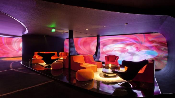Sala del cine naranja ubicado en Pekín