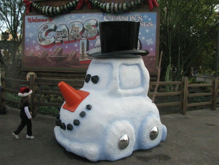 Muñeco de nieve de coche con galera