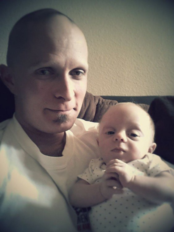 Padre e hijo con la misma cara y muy parecidos