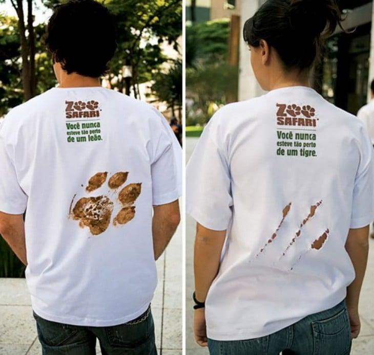 playeras safari que simulan tener una huella de animal en la espalda y una rajada de tigre