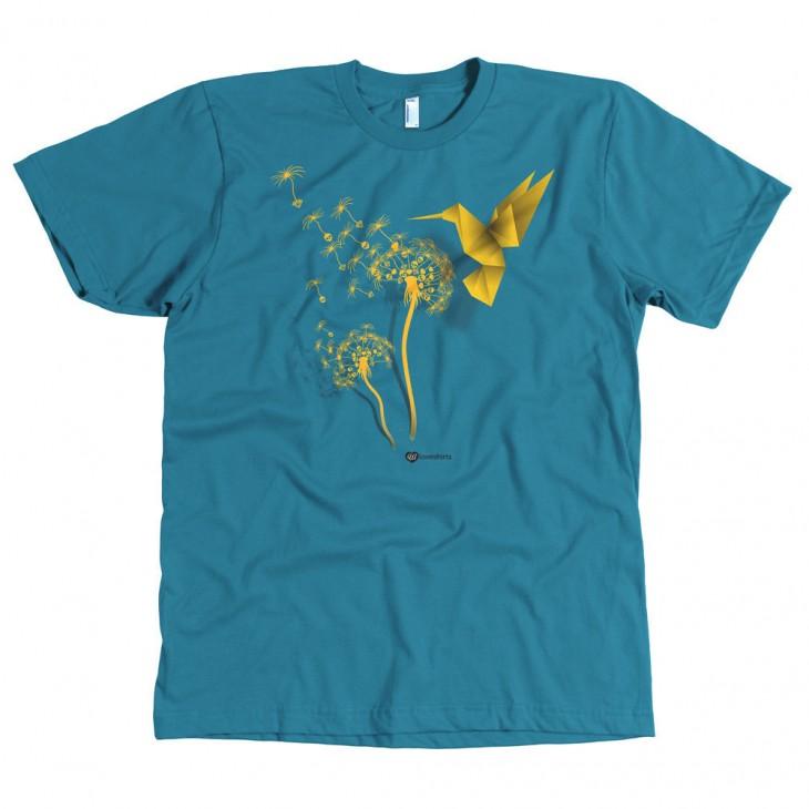 Playera que trae un colibrí simulado echo con origami