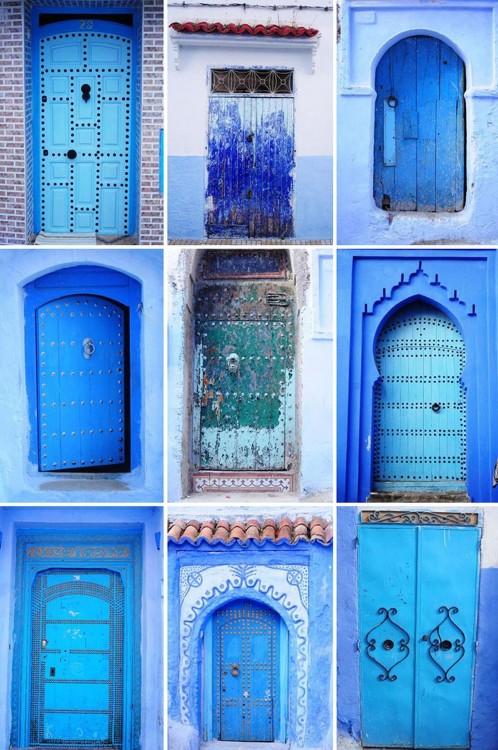 Nueve diferentes puertas en color azul en Marruecos