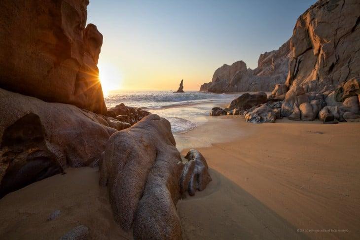 Puesta de sol en una playa de Los Cabos San Lucas