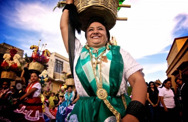 Mujer en la celebración de la Guelaguetza en Oaxaca