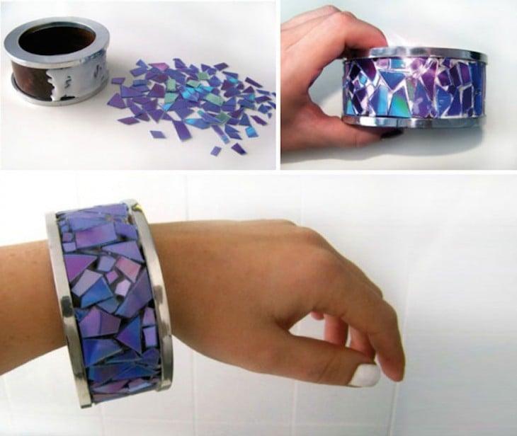 Proceso de la creación de una pulsera con piezas de CD