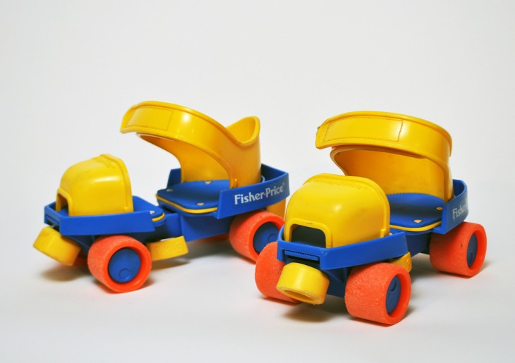Patines entrenadores en color amarillo y azul de Fisher price