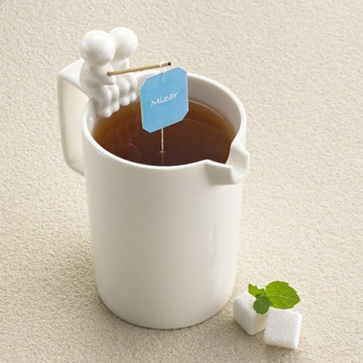 Diseño de taza para té con unos pescadores