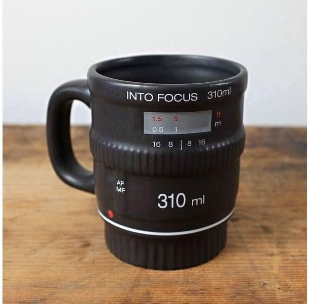 Taza de café en forma de lente